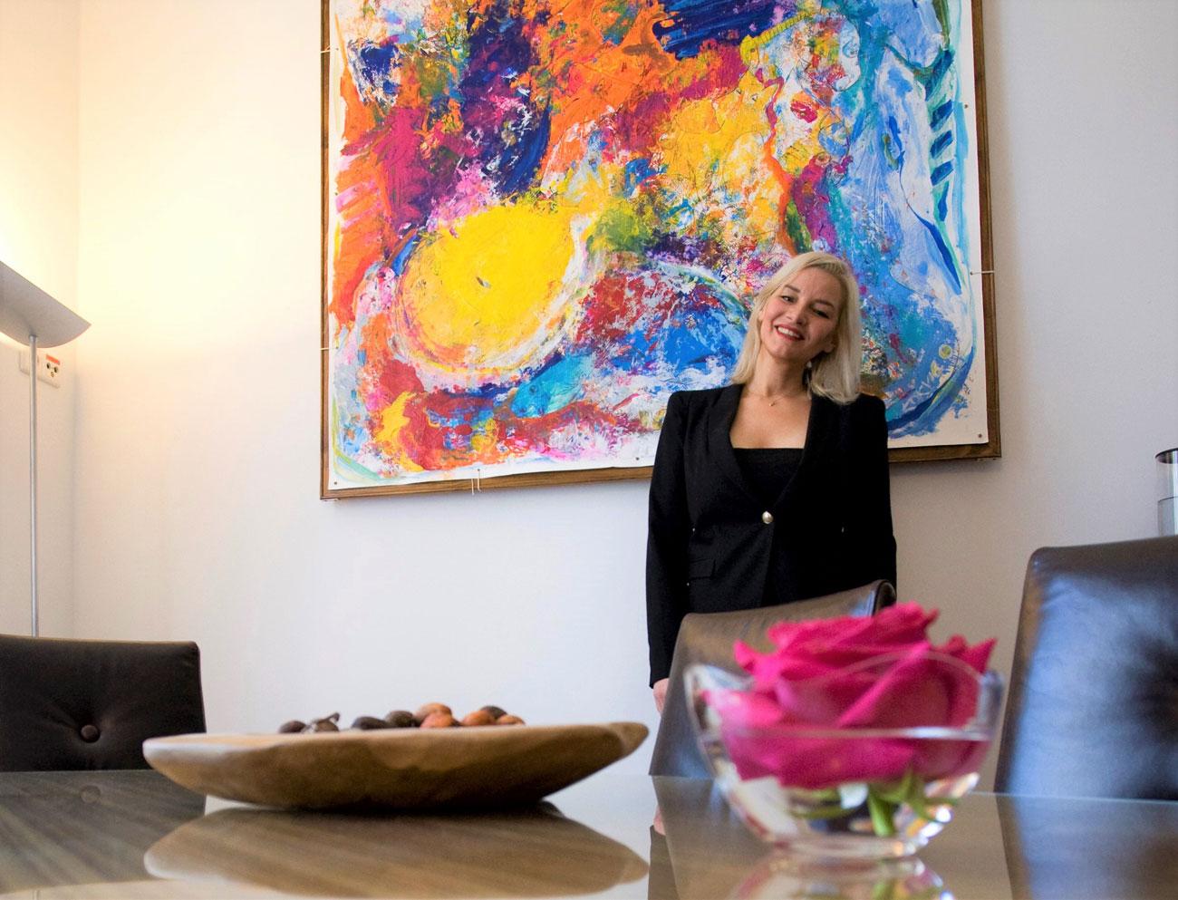FALLING IN, object painting 21.55 x 1.55 Kim Okura, image courtesy of VCA Vienna City Apartments™
