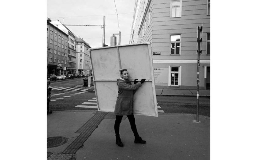 Kim Okura Projekt Wienliebe Performance Schlepping & Chairing Coram Publico Werk X