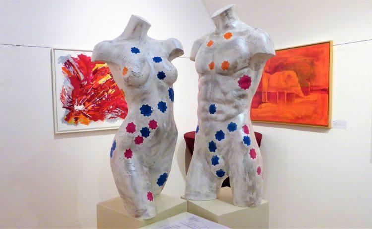 Zwei Skulpturen Ausstellungsansicht